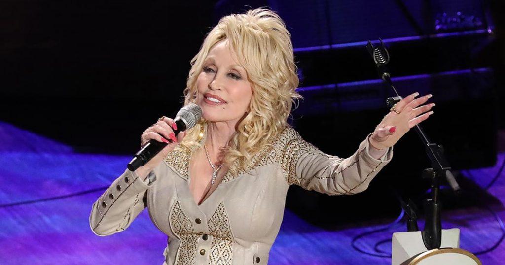 A Holly Dolly Christmas & Dolly Parton